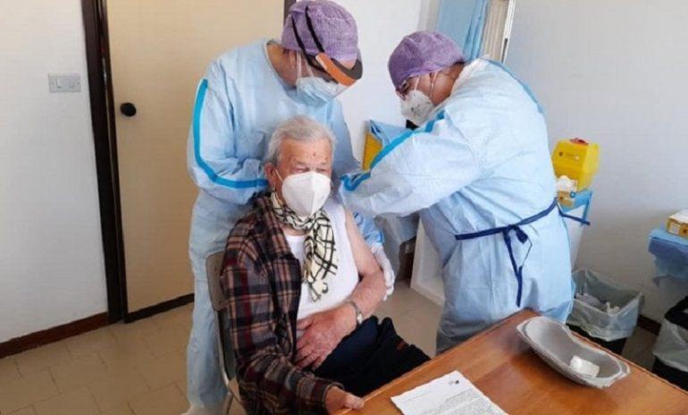 """Coronavirus, Iss: """"Effetto vaccini: mortalità crollata nelle Rsa"""""""