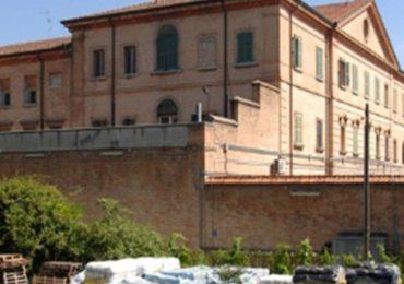 Ravenna, filtrava informazioni dal carcere in cambio di regali: indagato infermiere